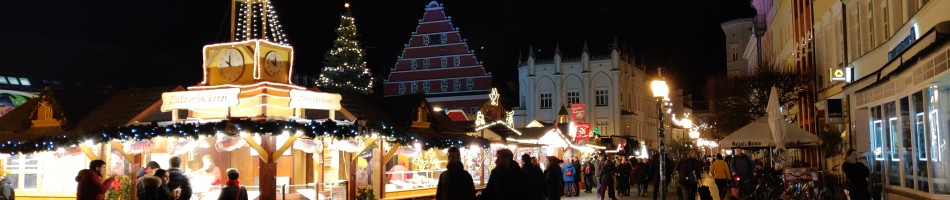 Joulumarkkinat Greifswaldissa mahtuvat kaupungin kauppatorille. Isommissa kaupungeissa markkinatkin ovat isommat, jopa kilometrejä pitkiä katuja.