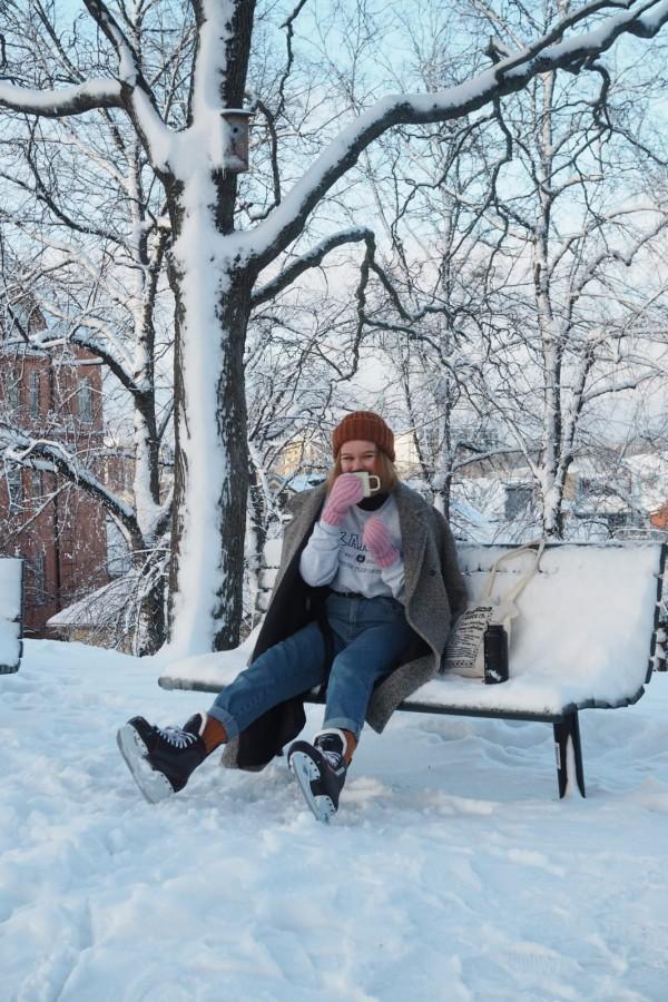 Tiedottaja Jasmin pyrkii pitämään Kannan sometilit mielenkiintoisina. Kuva: Heli Kiiskilä